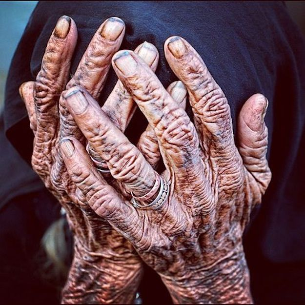 old woman hand zozhik