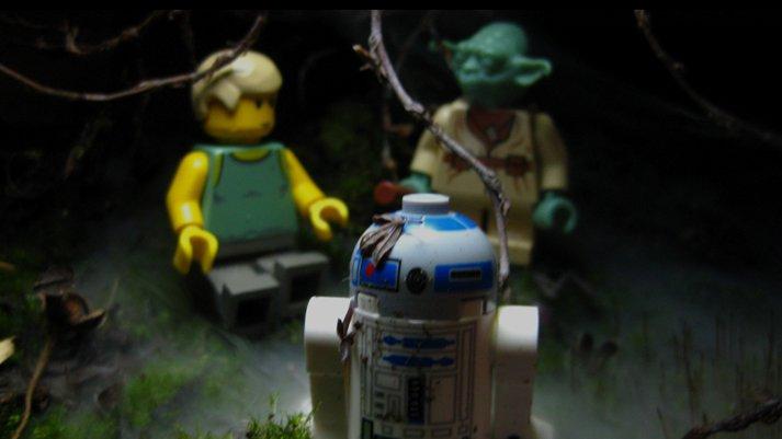 http://zozhnik.ru/wp-content/uploads/2017/03/yoda-luke-lego.jpg